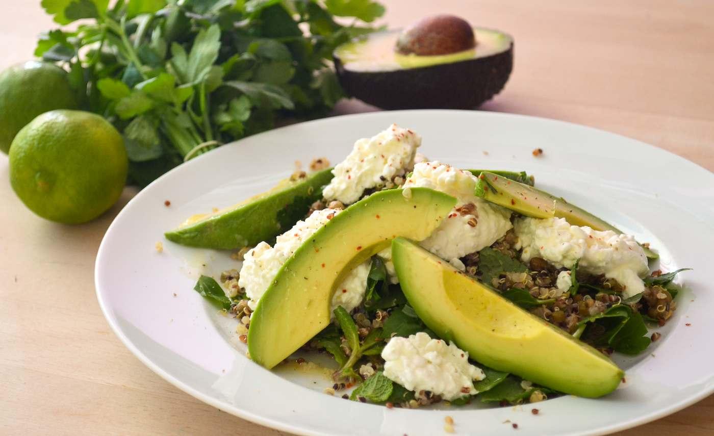quinoa salat mit mungobohnen und avocado mampfness. Black Bedroom Furniture Sets. Home Design Ideas