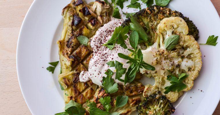 Heißes Ofengemüse: Aubergine, Blumenkohl, Brokkoli
