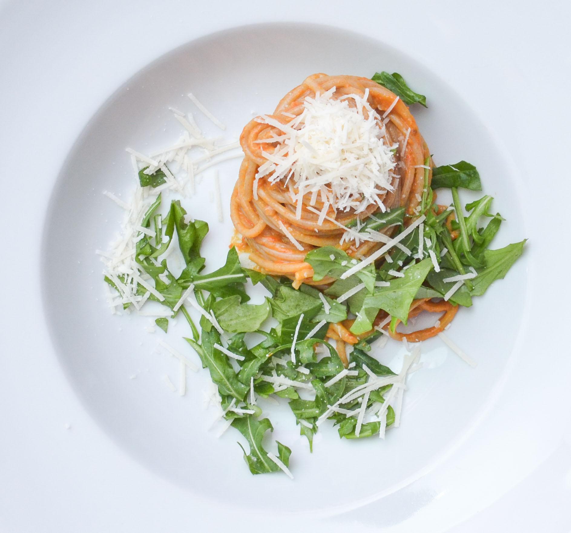 Spaghetti mit würziger Erdnuss-Paprika-Sauce