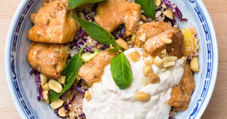 Couscous-Bowl mit Hähnchen und Erdnuss-Joghurt