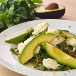 Quinoa-Mungobohnen-Salat mit Avocado