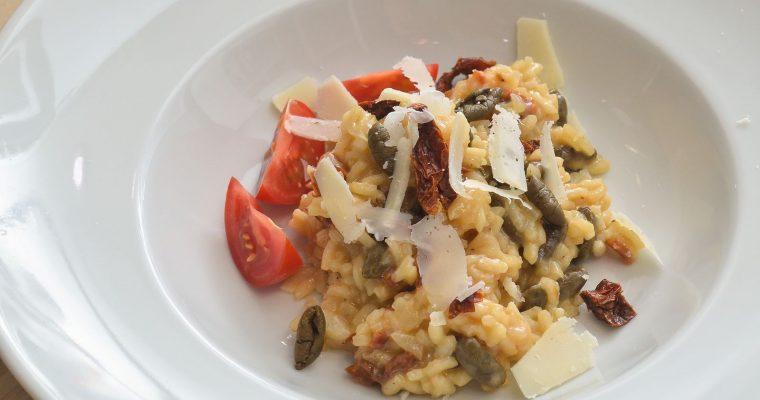 Summerbreezotto – festivaltauglicher Risotto mit getrockneten Tomaten und Oliven
