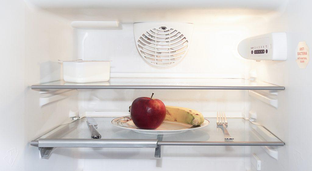 Speiseplan erstellen: Ein Blick in den Kühlschrank für Vorratscheck